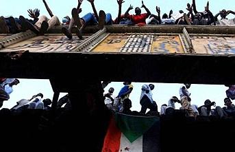 Los Angeles Times Sudan Askeri Geçiş Meclisi'ni sert uyardı