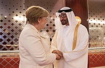 Merkel'den BAE Veliaht Prensine davet
