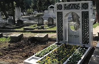 Yazar Akif Emre mezarı başında anıldı