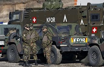 Almanya, Kosova ve Lübnan'daki askerlerinin görev süresini uzattı