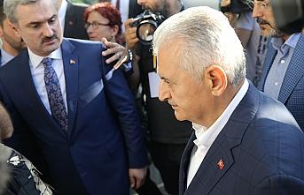 Binali Yıldırım, seçimi takip etmek için AK Parti İl Başkanlığı'nda