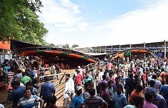 Hindistan'da pazar çadırı çöktü: Ölü ve yaralılar var