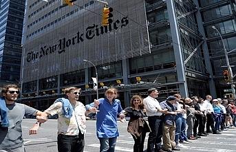 New York Times'ın önünde bir garip protesto: 70 gözaltı