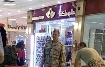 Rus askerleri Sudan'da bir AVM'de görüntülendi