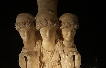 3 başlı kadın heykeli ele geçirildi