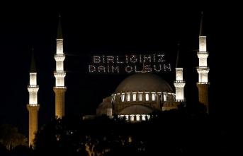 90 bin camide 15 Temmuz Şehitleri için sela okundu