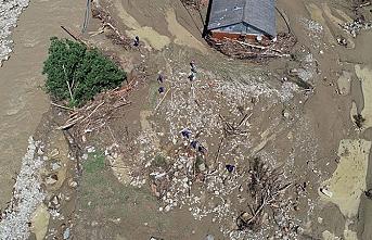 Akçakoca'da selde kaybolan 1 kişinin cesedine ulaşıldı  6 kişi aranıyor