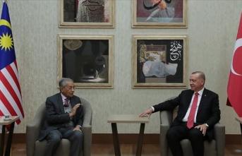Cumhurbaşkanı Erdoğan, Malezya Başbakanı Mahathir ile görüştü