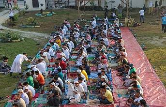 Bangsamoro'da Moro Müslümanları bayram namazında saf tuttu