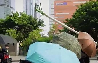 Eylemciler kişisel verilerinin toplanmasını engellemek için yüz tanıma kulelerini yıktı