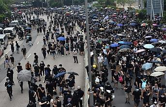 Hong Konglular yine sokakta, polis göz yaşartıcı gazla müdahalede bulundu