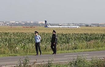 Kuş sürüsüne çarpan uçakta 55 kişi yaralandı