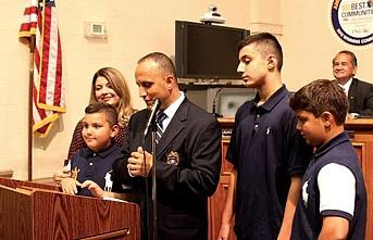New Jersey'deki Filistinli emniyet müdürü Kuran'a el basarak yemin etti