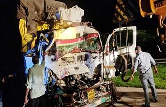 Okul yolundaki Hintli çocuklar kaza geçirdi, 9 ölü