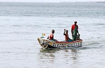 Rengarenk sandallarıyla okyanusun Senegalli balıkçıları