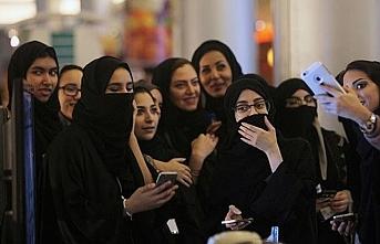 Suudi Arabistan'da, kadınlara vasilik,  pasaport ve refakatçi olmadan seyahat izni