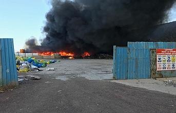 Bir fabrika yangını daha: Ekipler müdahale ediyor