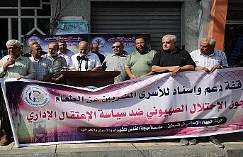 Gazze'de, açlık grevindeki Filistinli tutuklulara destek gösterisi