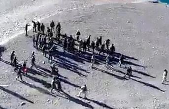 Hindistan ve Çin askerleri Pangong gölü'nde karşı karşıya geldi..