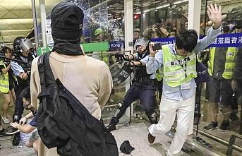 Hong Kong'da tansiyon düşmüyor: Polis müdahale etti