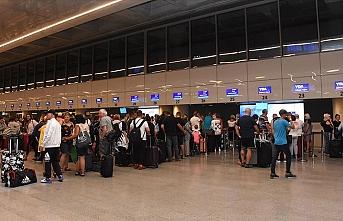 İngiliz turistler ülkelerine dönüyorlar