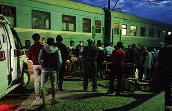 Kazakistan'da yolcu otobüsüne tren çarptı, 3 ölü