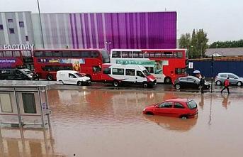 Londra'yı su bastı