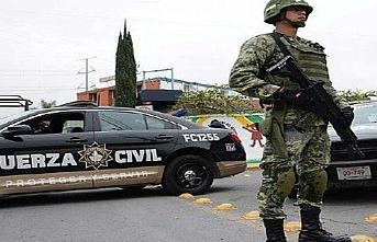 Meksika'da silahlı 70 kişiye gözaltı
