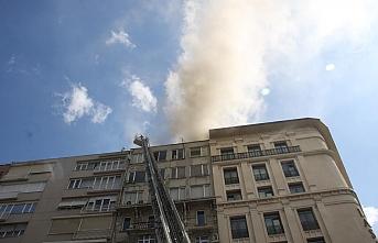 Şişli'de iş merkezinin çatısında yangın