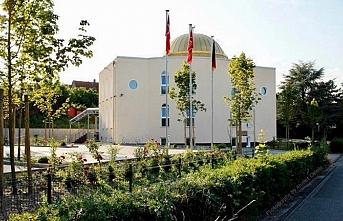 Almanya'daki teröristler Mevlana Camisi'ne saldırdı