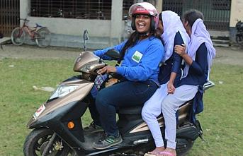 Bangladeş'in kadınlarına özel motosiklet turları