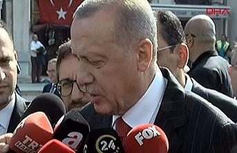 Erdoğan Cuma namazı çıkışında merak edilen soruları cevapladı