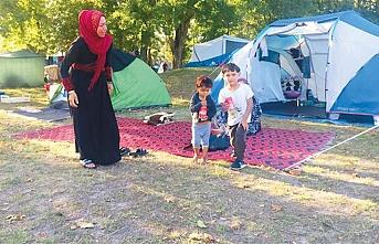 Fransa'daki mülteciye de Türkler bakıyor