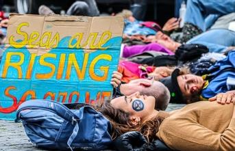 Hollanda'da 'iklim değişikliği'ne karşı işgal eylemleri