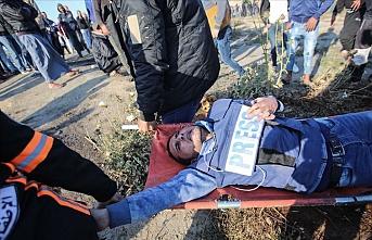 İsrail Gazze'deki gösterileri takip eden gazetecileri 'kasten' hedef alıyor