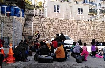 İzmir'de 299 göçmen yakalandı