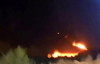 Libya'da Uluslararası Mitika Havalimanı, bombalandı