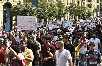 Lübnan'da göstericilerin yaktığı ateş 2 sivili öldürdü