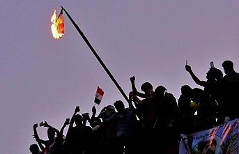 Lübnan'da göstericilerin yeni hedefi: Otoriter yapı