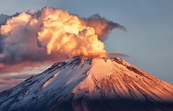 'Tüten dağ'ın sakinleşmeye niyeti yok: Kül püskürtmeye devam ediyor
