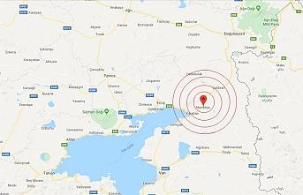 Van'da korkutan deprem: Çevre illerde de hissedildi