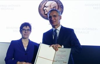 Almanya'dan NATO Genel Sekreteri Stoltenberg'e madalya