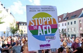Almanya'da merkez partilerin çöküşü devam ediyor