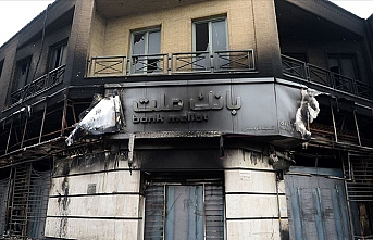 İran'da göstericiler bankaları hedef aldı