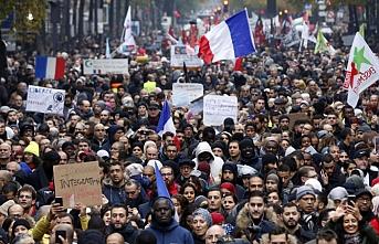 İslamofobyanın yükselişine karşı Paris'te 10.000'ler yürüyüş yaptı