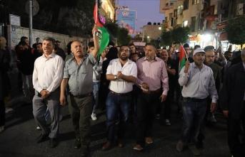 İsrail'in saldırılarını sürdürdüğü Gazze'ye Batı Şeria'dan destek