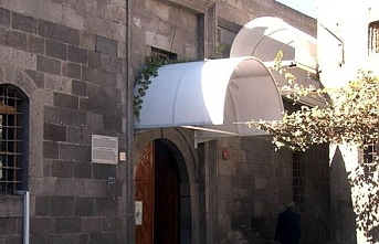 Kayseri'de Camii Kebir'in kapı üstlerindeki tenteler söküldü