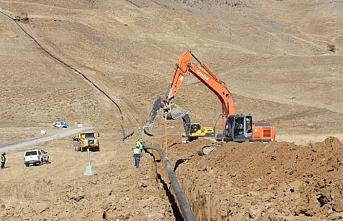 PKK'nın mayın döşediği Hakkari'nin dağlarına doğal gaz borusu döşendi