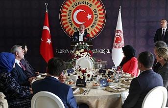 TBMM Başkanı Şentop İstanbul'da öğretmenlerle bir araya geldi