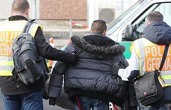 Almanya'nın iki Rus diplomatı sınır dışı etme kararına Rusya'dan karşılık